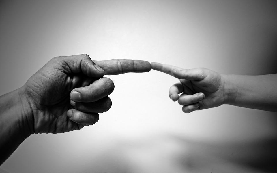 PRIMO STADIO dell'imitazione: Imitare gesti con gli oggetti