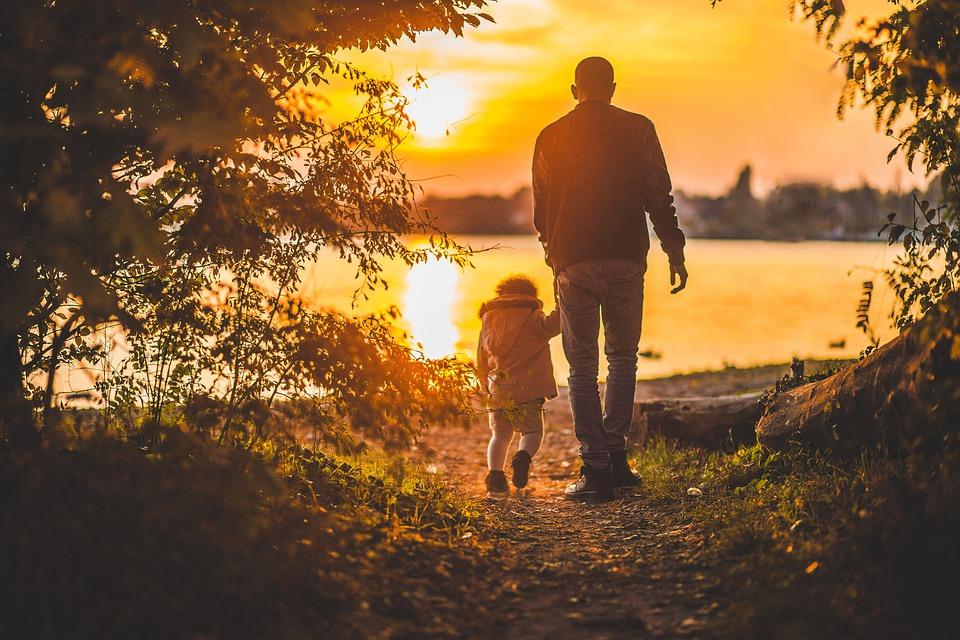 Quando devo iniziare a preoccuparmi del linguaggio di mio figlio/a?